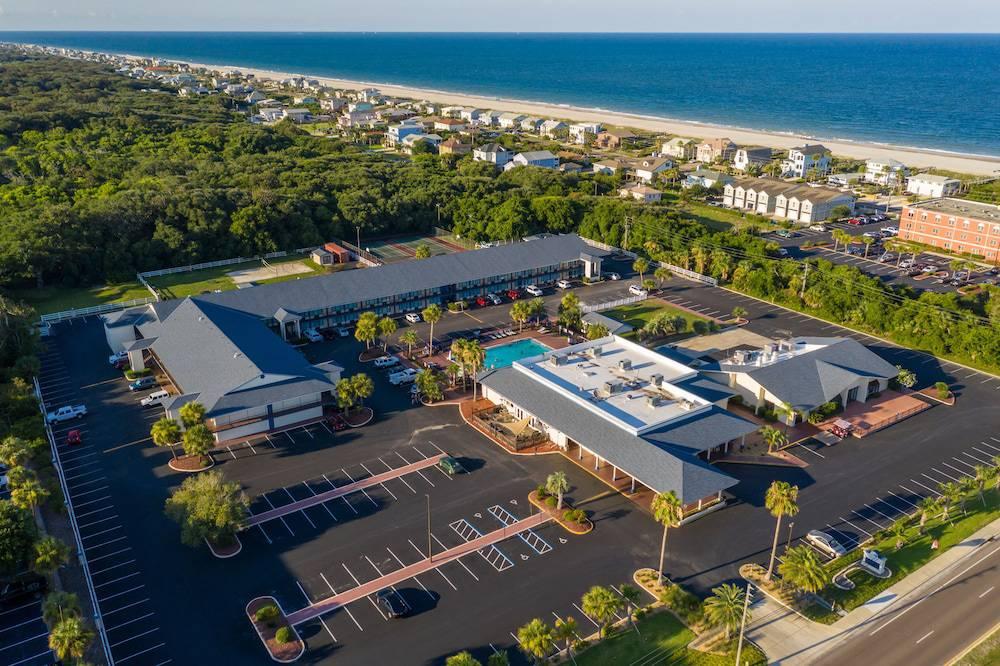 Breakwater Hotel at the Beach